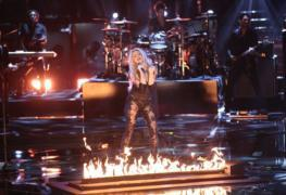 shakira-performs-empire-on-the-voice